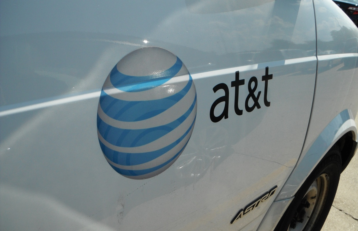 Quinn Touts Addition of 200+ AT&T Jobs